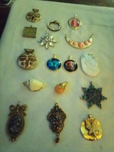 Load image into Gallery viewer, Large assortment of beautiful vintage  pendents - B&P'sringsnthings
