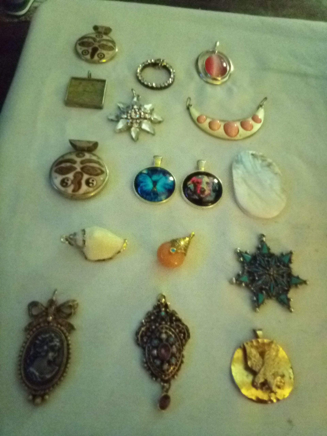 Large assortment of beautiful vintage  pendents - B&P'sringsnthings