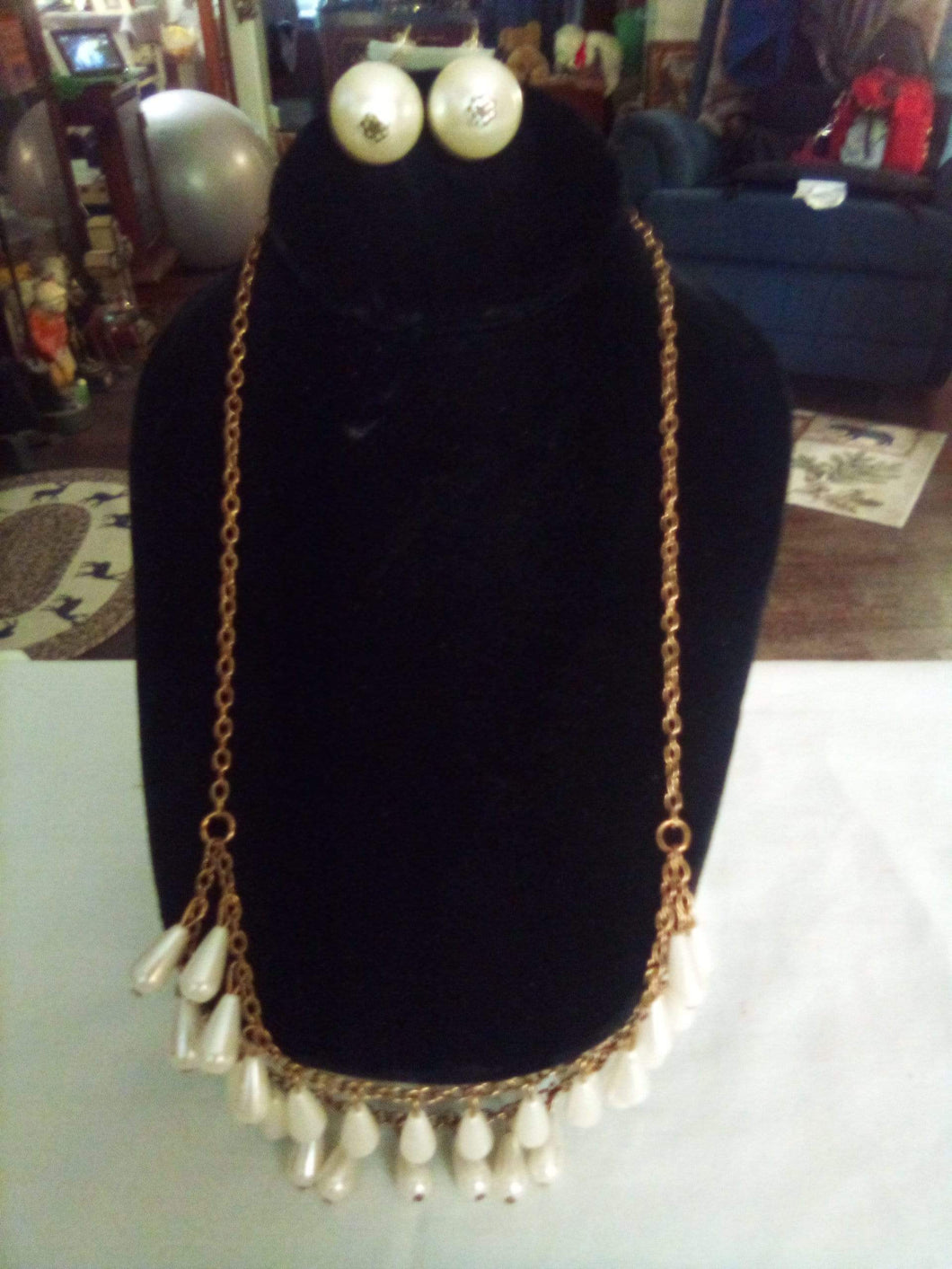 Pretty vintage pearl like necklace and earrings - B&P'sringsnthings