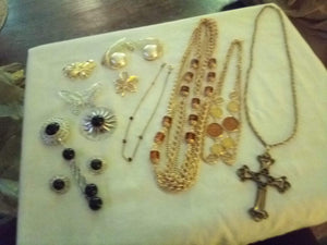 Sarah Coventry marked vintage nice lot - B&P'sringsnthings