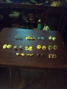 Vintage lot of clip on earrings. - B&P'sringsnthings