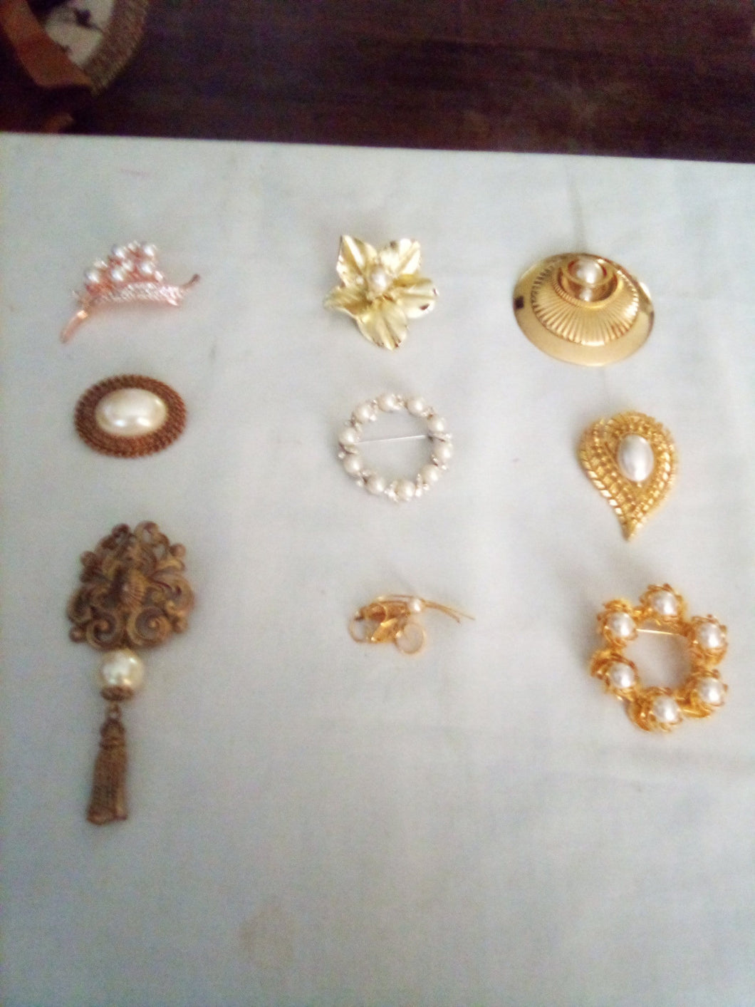 Vintage nice lot of broaches with pearl like decor - B&P'sringsnthings