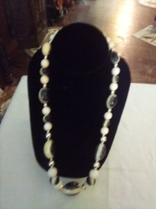 Vintage small to larger black and white beaded necklace - B&P'sringsnthings