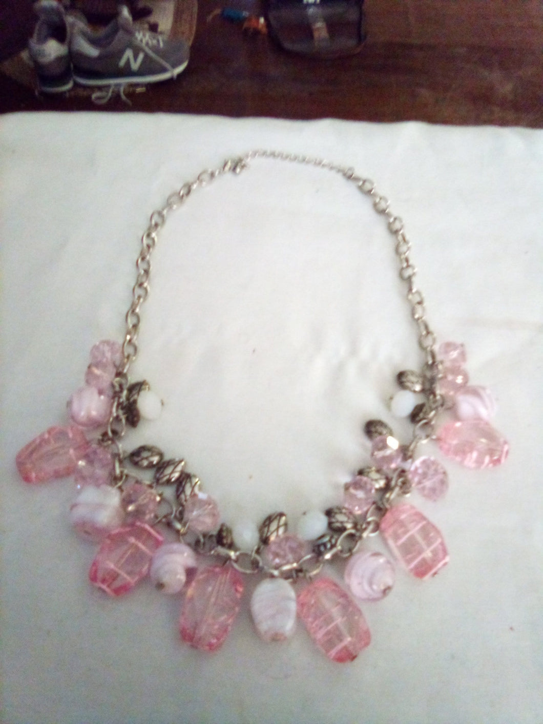 Vintage necklace with pink and white decor - B&P'sringsnthings