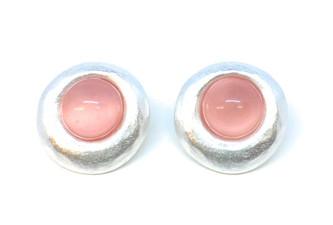 Gubo Silvereye stud earrings with salmon pink cabochon