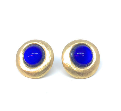 Gubo Silvereye stud earring with sapphire blue cabochon