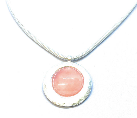 Gubo Silvereye Necklace with salmon-pink cabochon