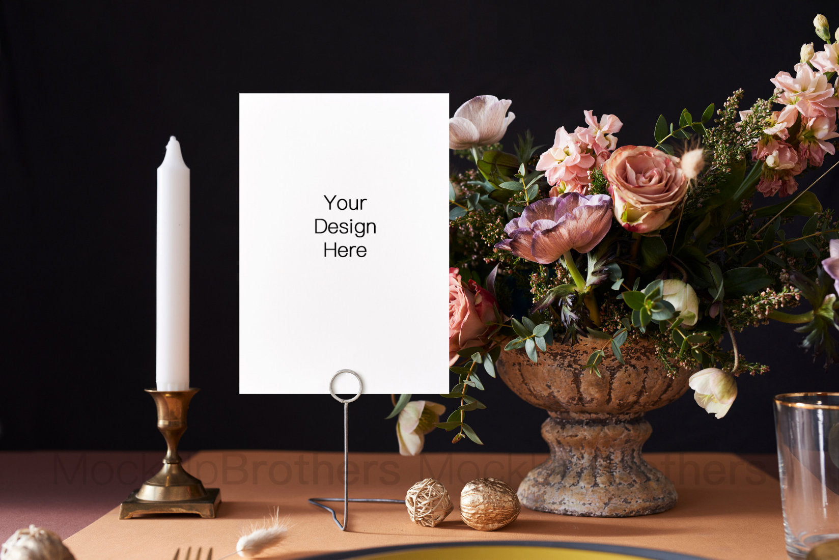 Table card mockup W05_18