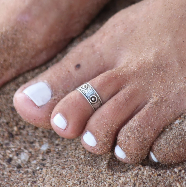 Moon Shell Toe Ring