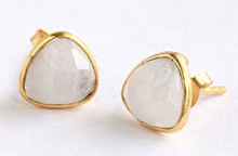 Load image into Gallery viewer, Gold Trillion shape Earrings