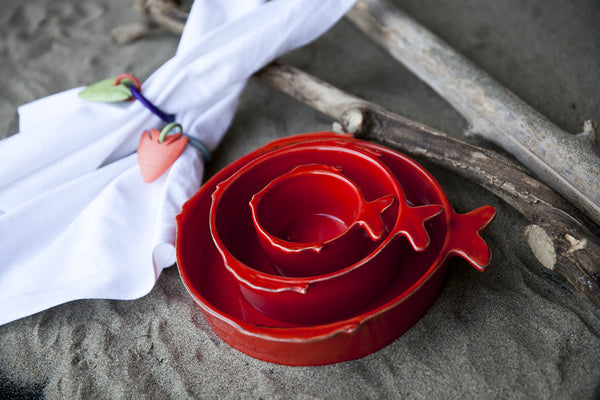 Pesce fish-shaped dinnerware set in red