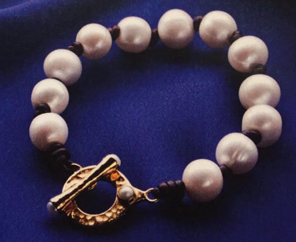 Pearl Bracelet on Leather with Gold Clasp