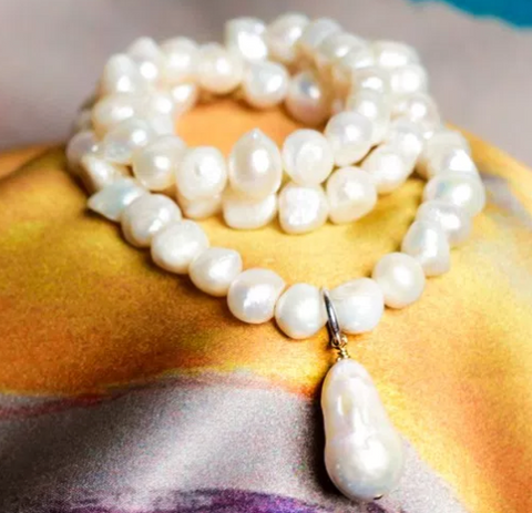 Stretch Pearl Necklace with Baroque Pearl Drop