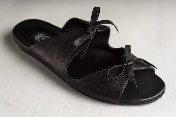 Fiona Tie Sandal | Black Leather