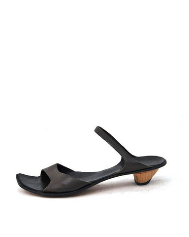 Ionic Low Sandal | Black