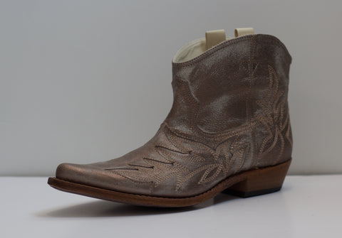 Short Cowboy Boot | Ivory