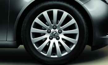 Insignia Sports Tourer (2008-) 18 Inch 13 Spoke Alloy Wheels - Set Four