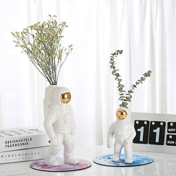 Artistic Astronaut Flower Vase Decoration - LEMI Décor