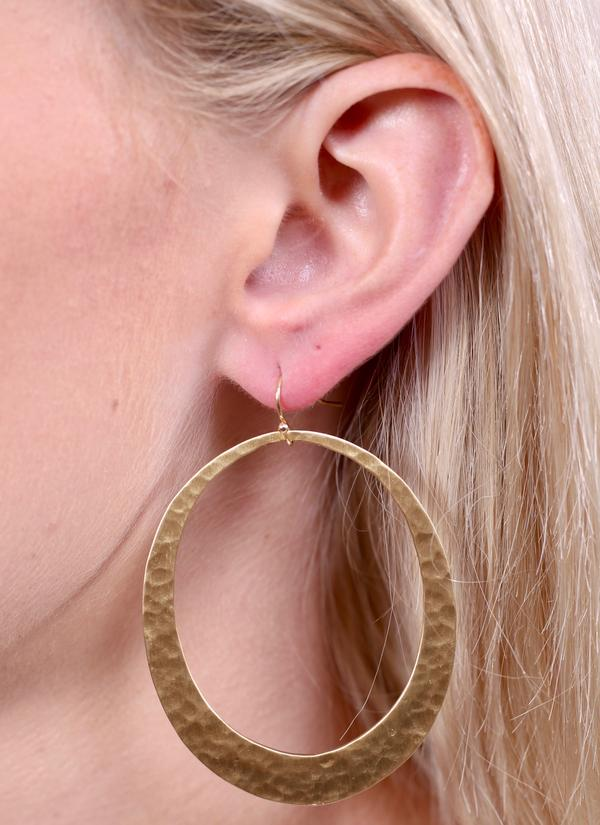 'Hadlie' Hammered Metal Oval Earring - Gold