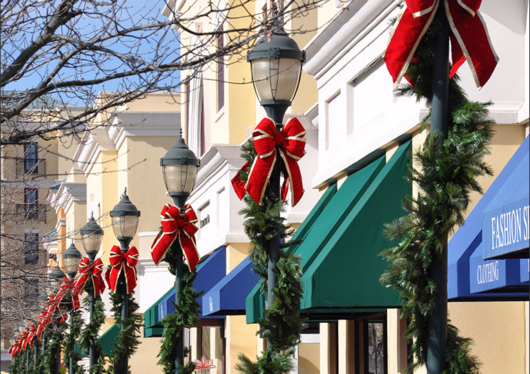 Outdoor Shopping Center Garland Pole Wraps with Bows