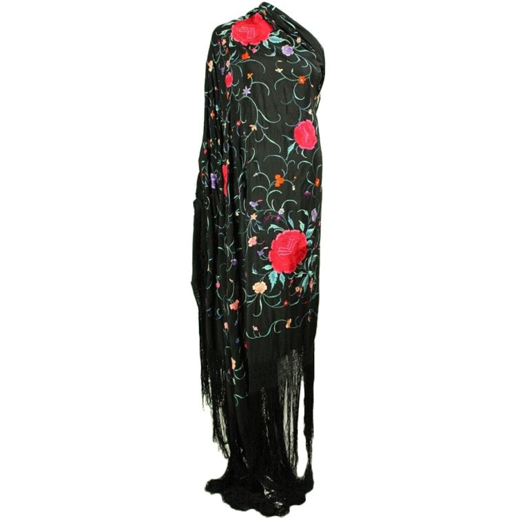 Vintage Clothing: 1920's Cantonese Hand-Embroidered Piano Shawl