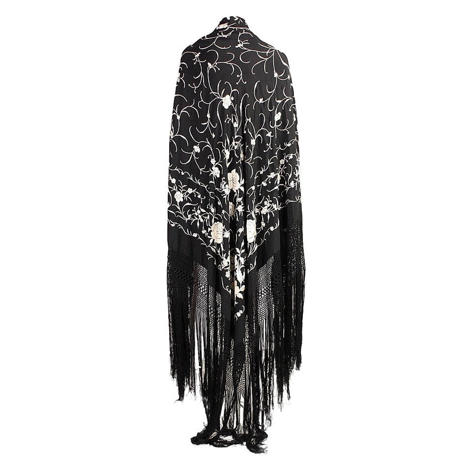 Vintage Clothing: 1920's Black Piano Shawl