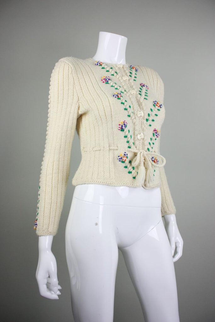 1980's Sweater Cream Wool with Flowers Rococo Vintage - regenerationvintageclothing