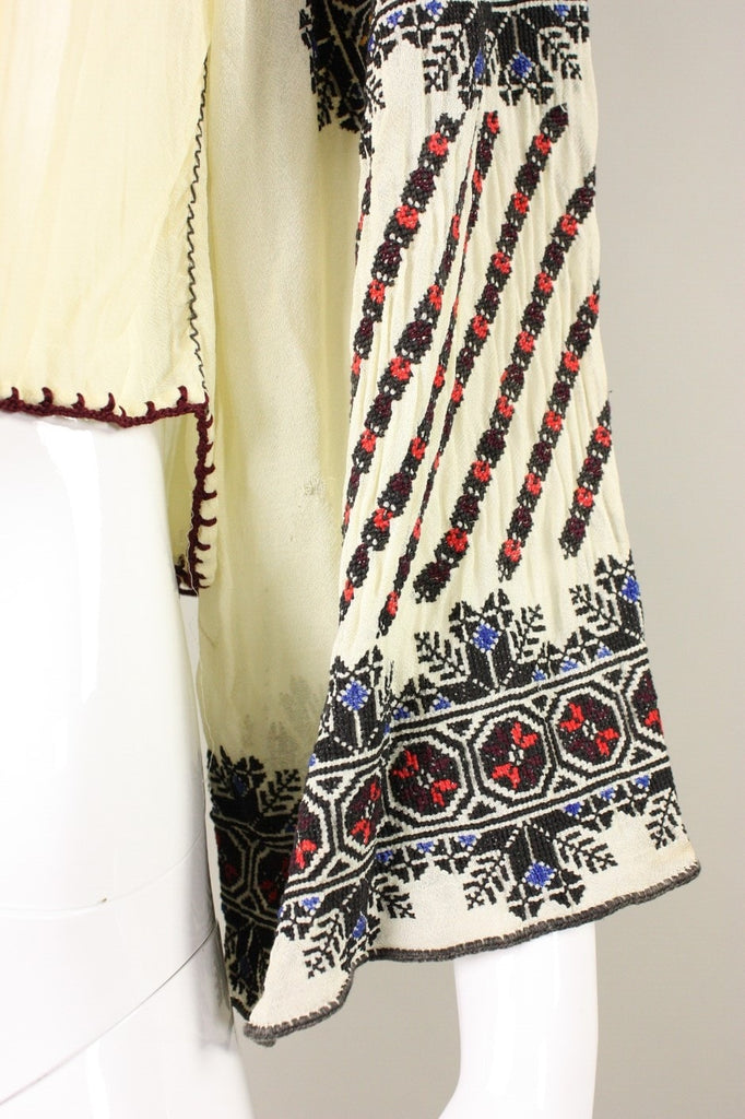 1930's Blouse Eastern European Embroidered with Geometric Motif Vintage - regenerationvintageclothing