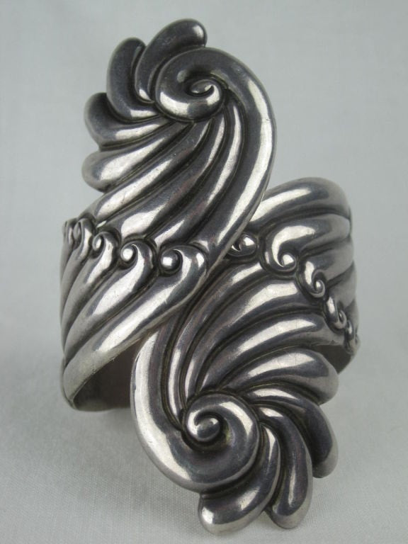 Vintage Jewelry: Mexican Sterling Silver Large Fluted Cuff