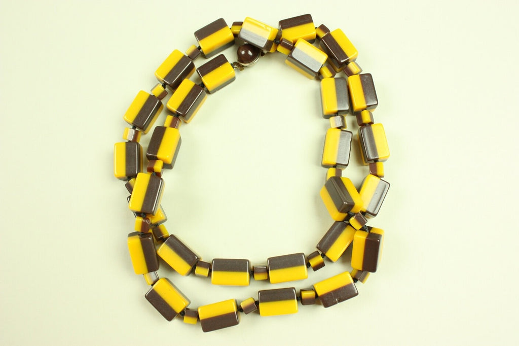1940's Necklace Lucite Vintage - regenerationvintageclothing