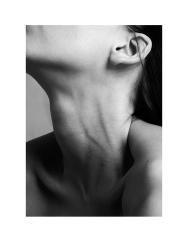 Female Gaze Series - Décolletage