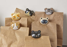 Load image into Gallery viewer, Kikkerland Cat Bag Clips