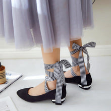 Load image into Gallery viewer, Woman Low Heeled Shoes