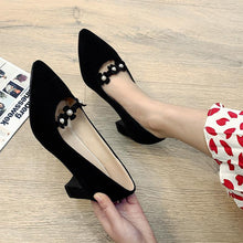 Load image into Gallery viewer, Lady Pointed Toe Sweet Flowers Chunkey Pumps