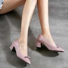 Load image into Gallery viewer, Woman's Knot Pumps Chunkey Heels Shoes