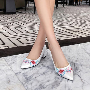 Lady Pointed Toe Embroidered Shallow Mouth Mid Heels Chunkey Pumps