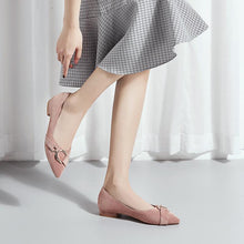 Load image into Gallery viewer, Girls's Casual Low Heeled Pumps