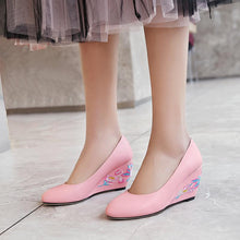Load image into Gallery viewer, Casual Embroidery Shallow-mouthed Wedge Shoe Women
