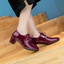 Load image into Gallery viewer, Woman's Lace Up Patent Leather Oxford Shoes British Style Mid Rough Heels