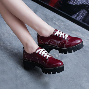 Woman's Patent Leather Middle-heel Tie-up Oxford Shoes