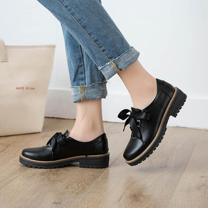 Woman's Low Heeled Oxford Shoes
