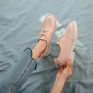 Woman's Leisure Lace Up Low Heeled Shoes