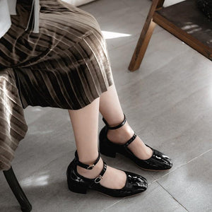 LadySquare Middle Heel Large Sizebuckle Woman Pumps