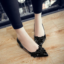 Load image into Gallery viewer, Lady Pointed Toe Shallow Mouth Flowers Heels Chunkey Pumps