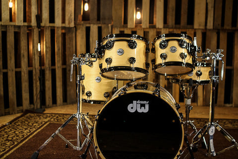 Drums Collector's Maple Natural Lacquer With Black Nickel Hardware