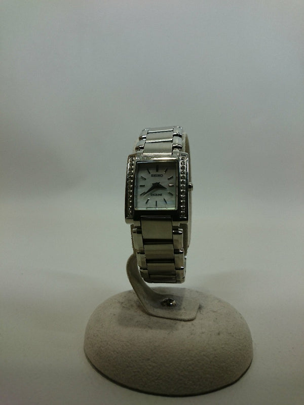 White Color 1F20-0AD0 Women's Watch [Pre-Owned]