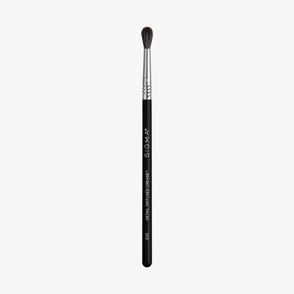 Sigma Beauty E33 Detail Diffuse Crease™ Brush
