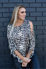 Load image into Gallery viewer, Isabella split sleeve printed top