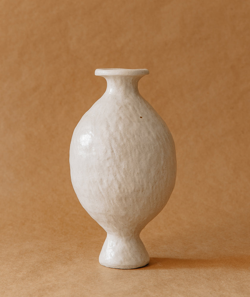 Load image into Gallery viewer, White Round Vase 2