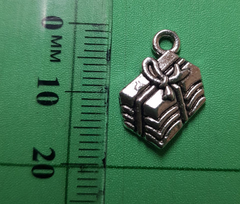 Giftbox Charm 18mm